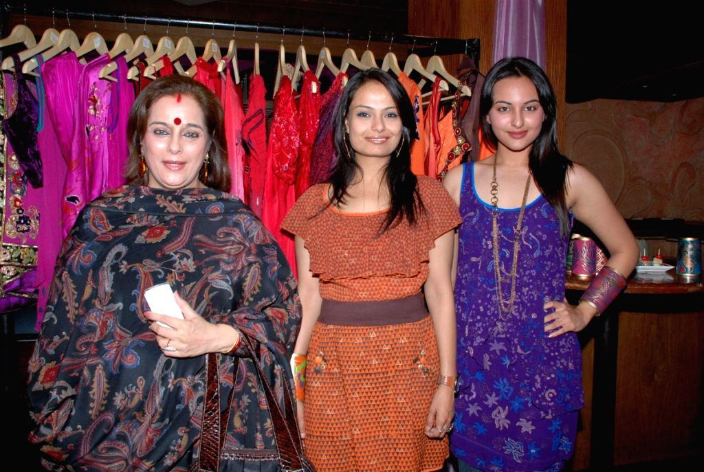 Pallavi Jaipur showcase her collection with Sonakshi Sinha.