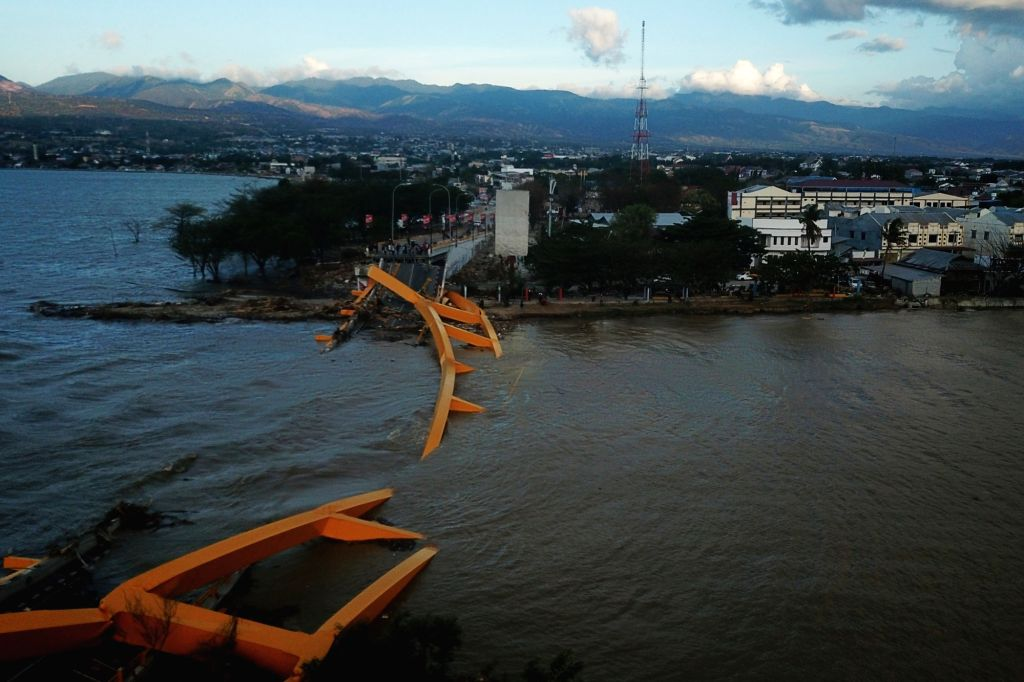 PALU, Oct. 8, 2018 (Xinhua) -- Photo taken on Oct. 8, 2018 shows the aerial view of a collapsed bridge after the earthquake and tsunami in Palu, Central Sulawesi, Indonesia. Death toll from multiple powerful quakes and an ensuing tsunami striking Cen