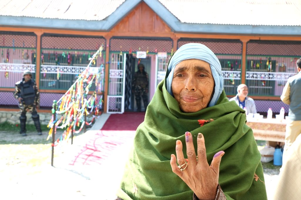 Pampore: A lady shows her forefinger marked with indelible ink after casting vote during the fifth phase of 2019 Lok Sabha elections in Pampore, Jammu and Kashmir on May 6, 2019. (Photo: IANS)