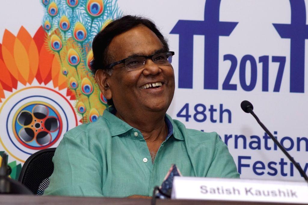 "Panaji: Actor Satish Kaushik of the film ""Jane Bhi Do Yaaro"" pay homage to the legendary Director of the film Kundan Shah at a press conference during 48th International Film Festival of India (IFFI-2017), in Panaji, Goa on November 23, 2017. (Photo: - Satish Kaushik and Kundan Shah"
