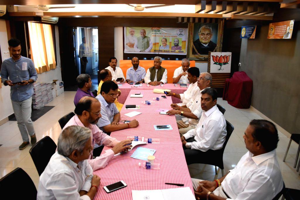 :Panaji: BJP general secretary Ramlal ,V Santosh, Mohanlal and Union minister, Shripad Naik in a meeting with BJP state leaders in Panaji on Sept 17, 2018. Former Goa CM Laxmikant Parsekar, BJP ...
