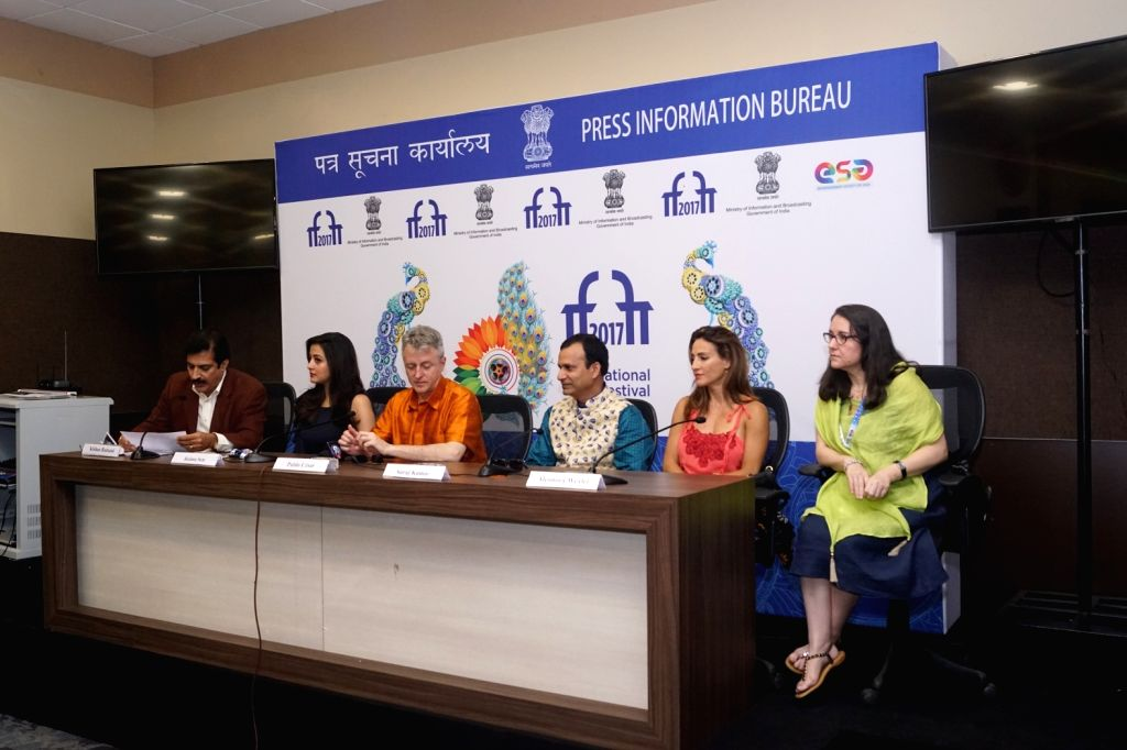 Panaji : Film Director Pablo Cesar, co-producer Suraj Kumar and actresses Aleonora Wexler and Raima Sen at a press conference during the 48th International Film Festival of India (IFFI-2017) in ... - Aleonora Wexler, Raima Sen and Suraj Kumar