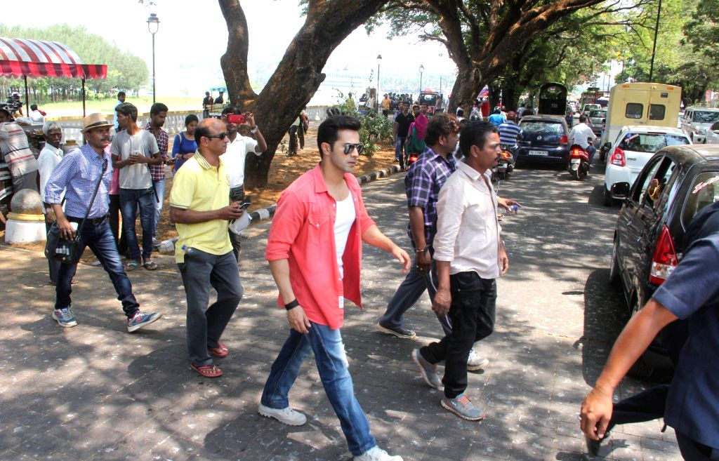 """Locals protest against blocking of a main road during shooting of the film """"Dilwale"""", directed by Rohit Shetty with Actor Varun Dhawan in Panaji on April 4, 2015. - Varun Dhawan and Rohit Shetty"""