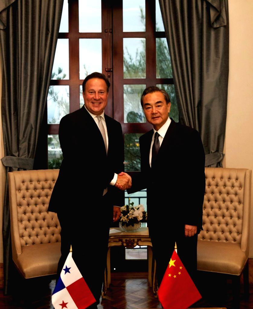 PANAMA CITY, Sept. 17, 2017 - Panama's President Juan Carlos Varela (L) meets with visiting Chinese Foreign Minister Wang Yi in Panama City Sept. 16, 2017. - Wang Y