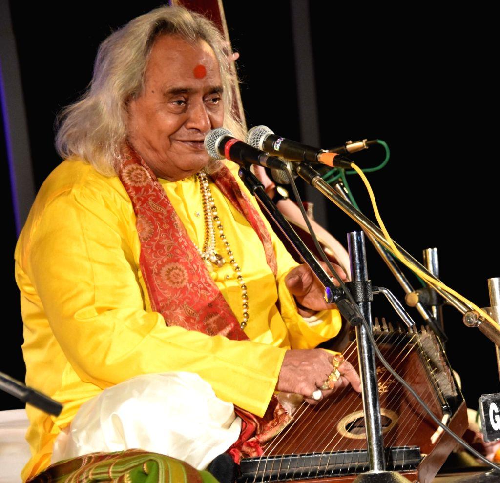 Pandit Chhannulal Mishra - Pandit Chhannulal Mishra