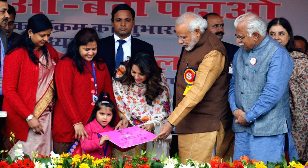 Prime Minister Narendra Modi with Union Minister for Women and Child Development Maneka Sanjay Gandhi, Haryana Chief Minister Manohar Lal Khattar and actress Madhuri Dixit at the launch of .. - Narendra Modi, Manohar Lal Khattar and Madhuri Dixit