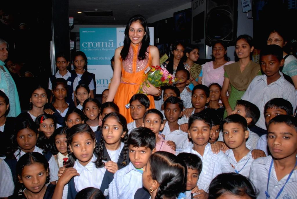Pantaloons Femina Miss India World 2009 Pooja Chopra at Kiran Charitable trust children event at Croma, Juhu, Mumbai. (IANS: Photo)
