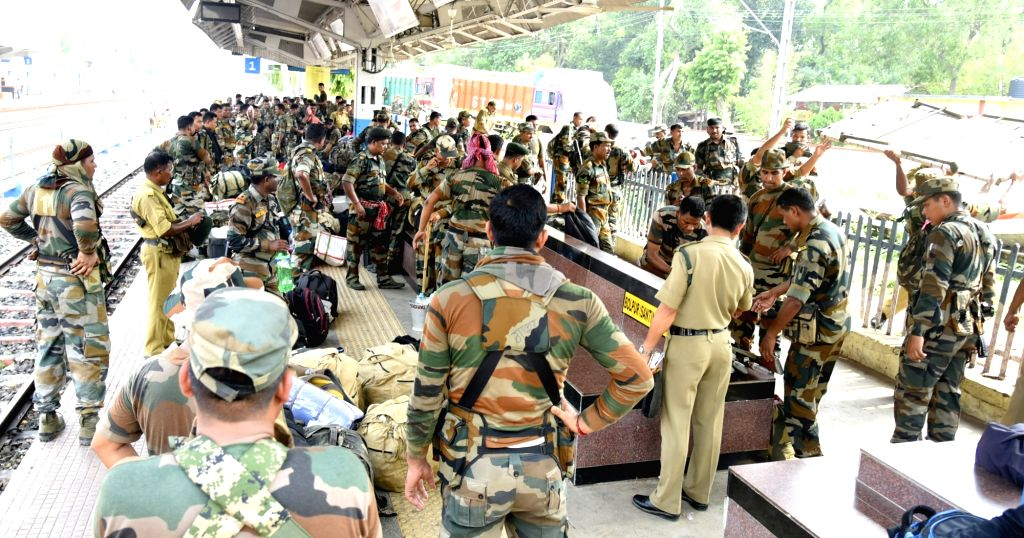 Paramilitary personnel arrive at Bolpur station ahead of the fourth phase of 2019 Lok Sabha polls; on April 27, 2019.