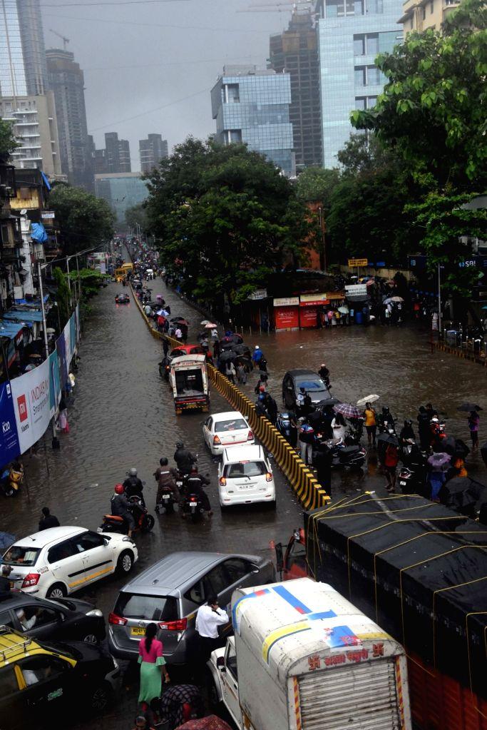 Parel Road witnesses massive traffic jam after heavy rains lashed Mumbai on Sep 4, 2019.