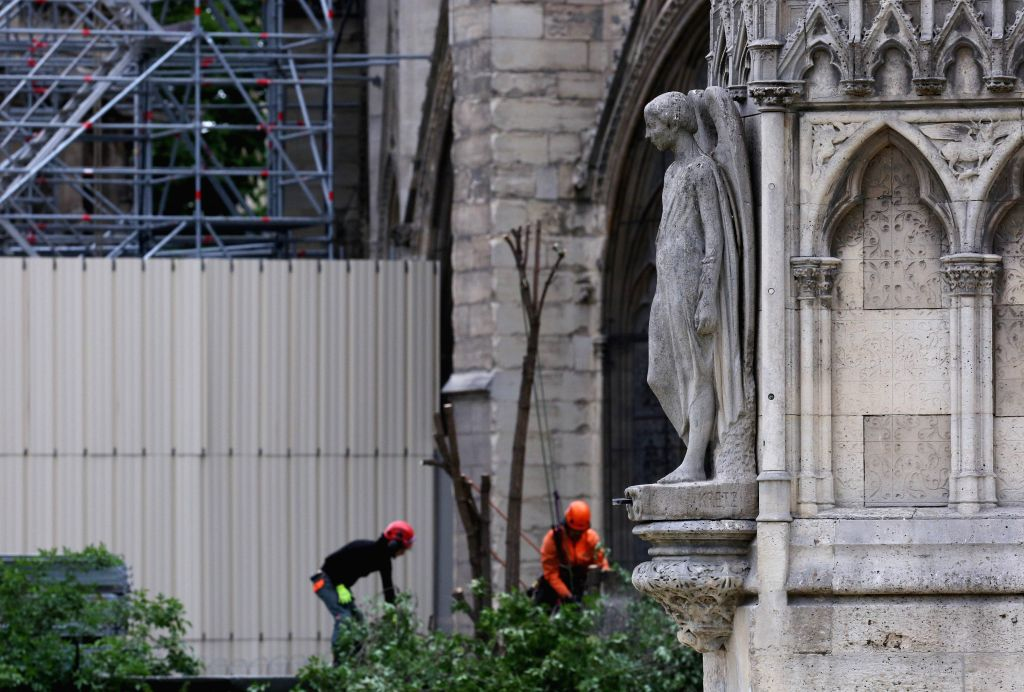 PARIS, April 25, 2019 - Workers cut a tree in front of the burnt Notre-Dame Cathedral in Paris, capital of France, April 24, 2019. The person in charge of checking the fire alarm did not go to the ...