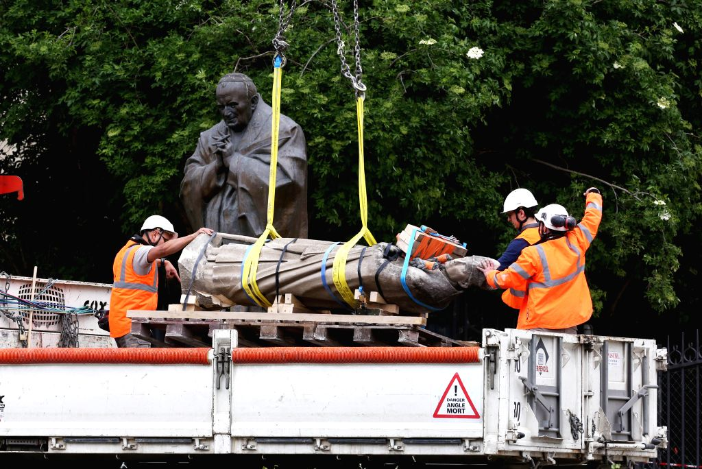 PARIS, April 25, 2019 - Workers transfer a statue from the burnt Notre-Dame Cathedral in Paris, capital of France, April 24, 2019. The person in charge of checking the fire alarm did not go to the ...