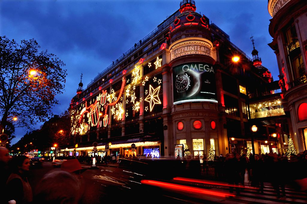 Christmas Paris France.Paris France Christmas Lights Decorate The Facades Of A