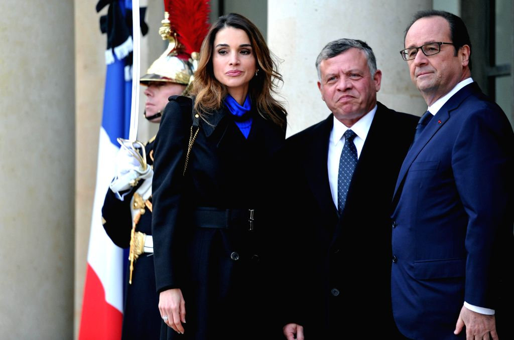 French President Francois Hollande (R) welcomes Queen Rania Abdullah (L) and King Abdullah II of Jordan at the Elysee Palace in Paris, France, Jan. 11, 2015. A ...