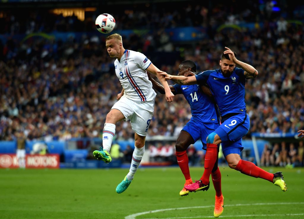 PARIS, July 4, 2016 - Kolbeinn Sigthorsson(L) of Iceland vies with France's Blaise Matuidi(C) and Olivier Giroud during their Euro 2016 quarterfinal match in Paris, France, July 3, 2016.