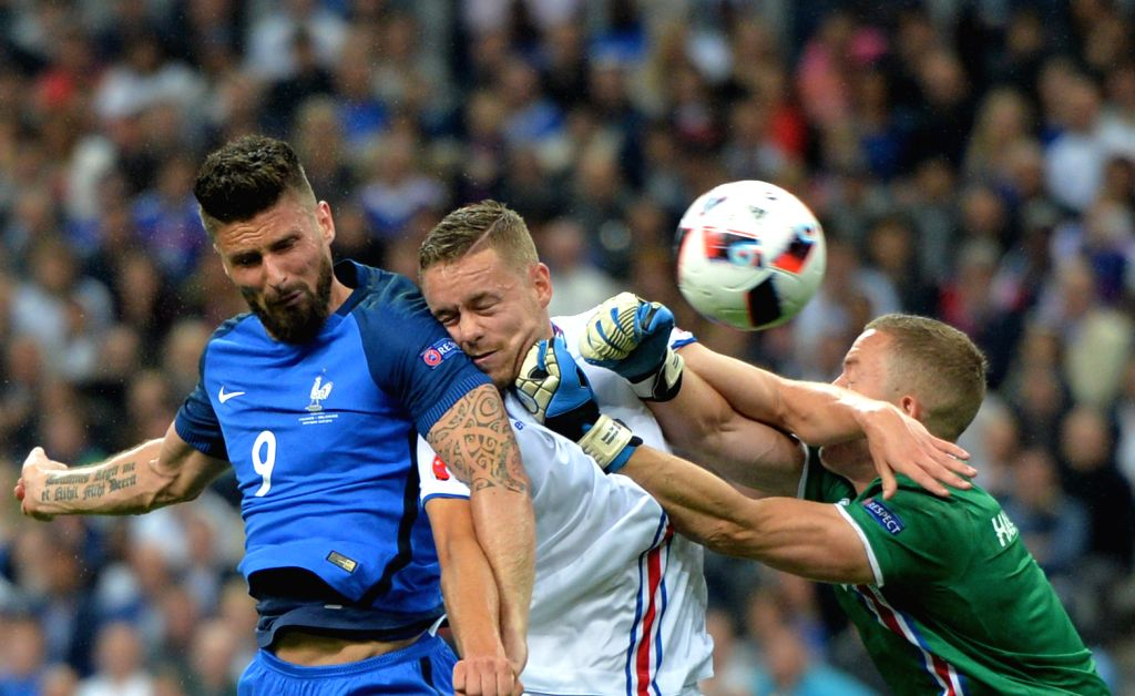 PARIS, July 4, 2016 - Olivier Giroud(L) of France heads to score during the Euro 2016 quarterfinal match between France and Iceland in Paris, France, July 3, 2016.