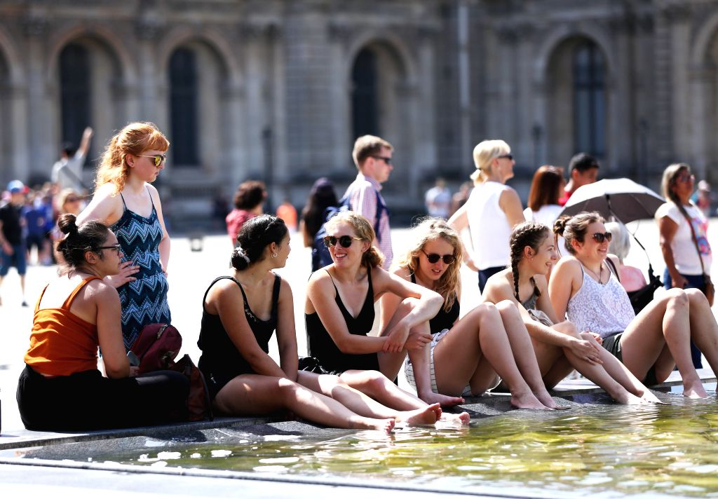 "PARIS, June 28, 2019 (Xinhua) -- People cool themselves in a fountain at the square in front of Louvre Musuem in Paris, France, June 28, 2019. The national weather center, Meteo France, on Thursday warned of ""exceptional heat peak"" on June 28, placin"