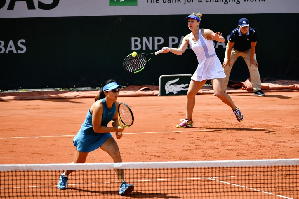 PARIS, June 4, 2018 - Gabriela Dabrowski (R) of Canada and Xu Yifan of China return the ball during the women's doubles third round match against Eri Hozumi and Makoto Ninomiya of Japan at the French ...