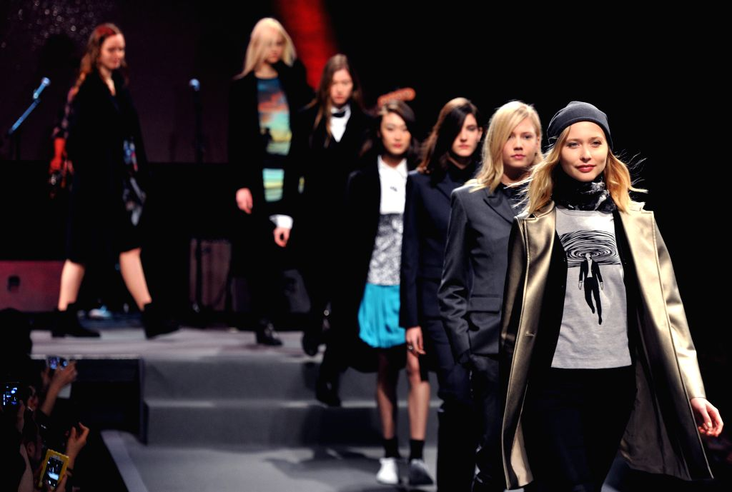 Models present creations of agnes b. during the Paris Fashion Week fall/winter 2015-2016 in Paris, France, on March 10, 2015. (Xinhua/Chen Xiaowei)