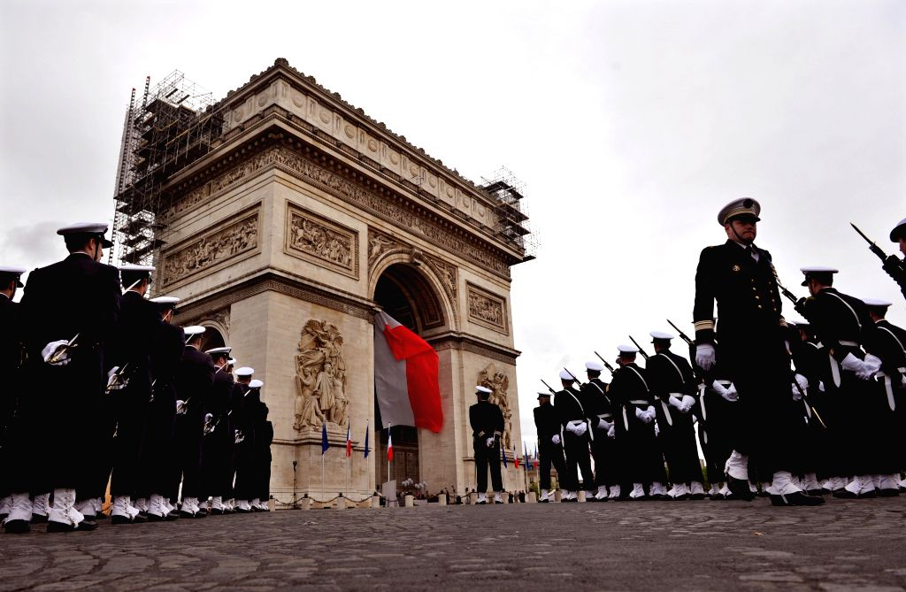 Photo: Soldiers attend a ceremony marking the 69th anniversary in Paris of the Allied victory in World War II, on May 8, 2014. Photo: (Xinhua/Chen Xiaowei)