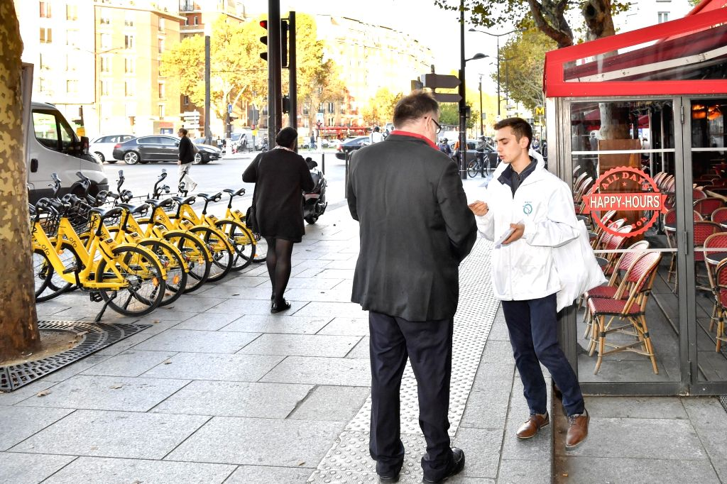 """PARIS, Sept. 17, 2018 - A staff of RATP encourages a passenger to use ofo shared bikes at the station of """"Porte d'Orleans"""" in Paris, France. On the occasion of the European Mobility Week, ..."""