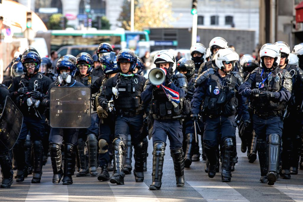 """PARIS, Sept. 21, 2019 (Xinhua) -- Police officers disperse demonstrators in Paris, France, Sept. 21, 2019. French police had arrested 137 individuals in Paris by 16:00 local time (1400 GMT), as """"Yellow Vest"""" protests against President Emmanuel Macron"""