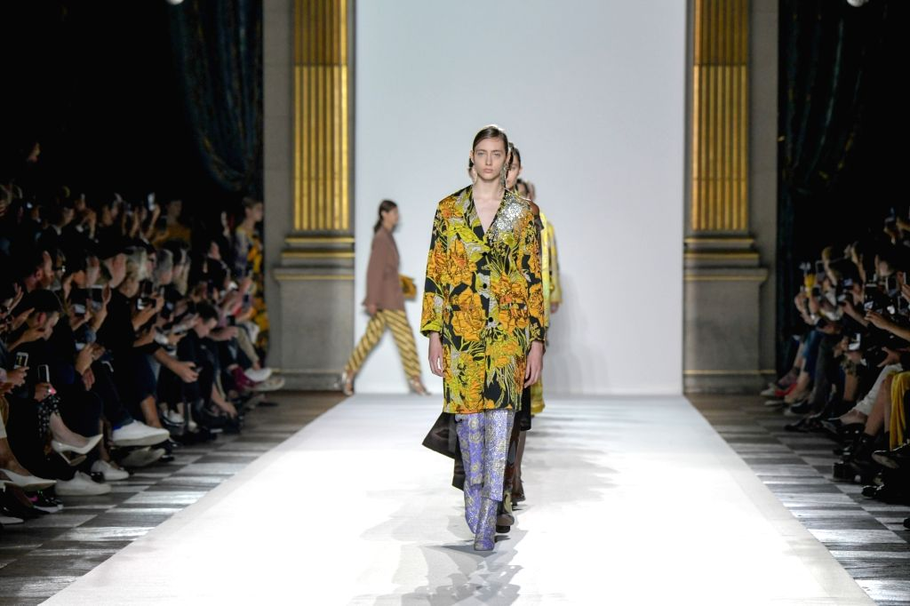 PARIS, Sept. 28, 2017 - A model presents a creation of Dries Van Noten during the fashion week for 2018 spring/summer women's collection in Paris, France, on Sept. 27, 2017.