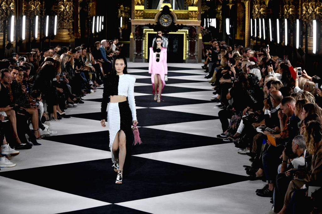 PARIS, Sept. 28, 2019 - Models present creations of Balmain's Spring/Summer 2020 women's ready-to-wear collections during Paris Fashion Week in Paris, France, Sept. 27, 2019.