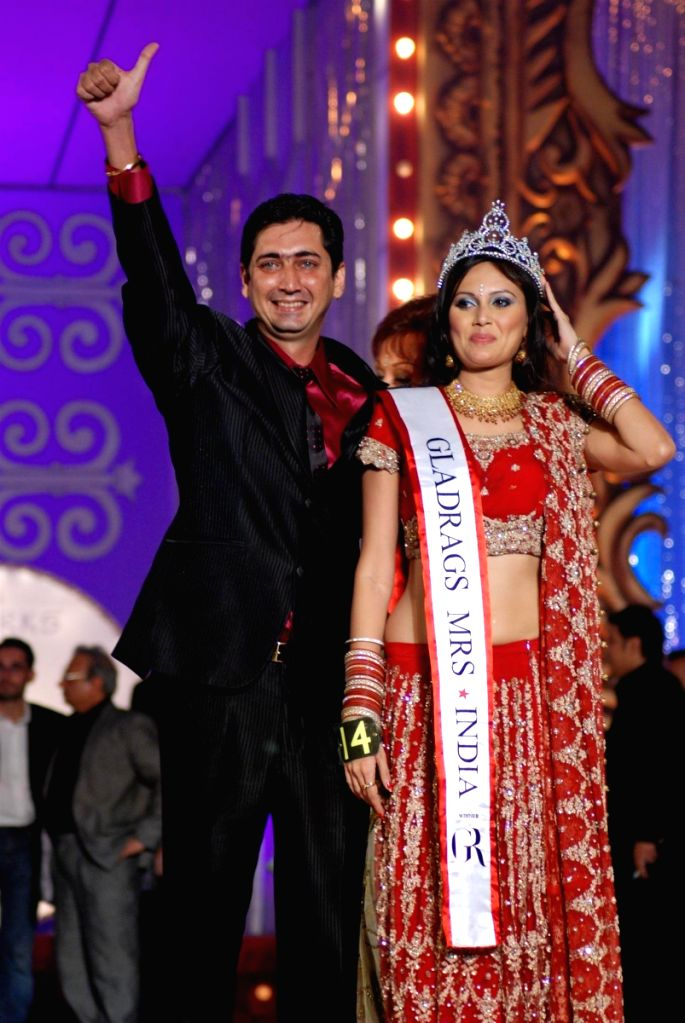Participant at the Gladrags Mrs.India contest.