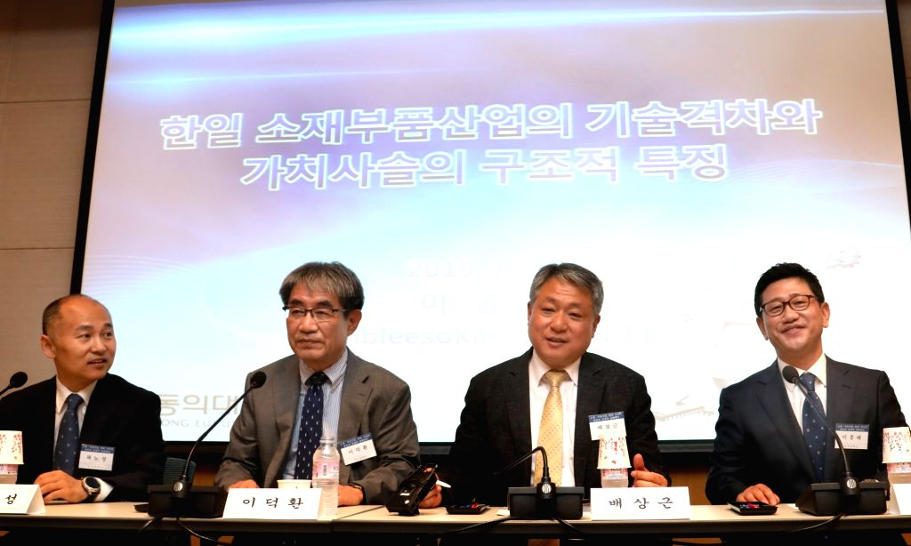 Participants debate the reasons for gaps between the South Korean and Japanese materials and parts industries during a seminar at a conference room of the Federation of Korean Industries in ...