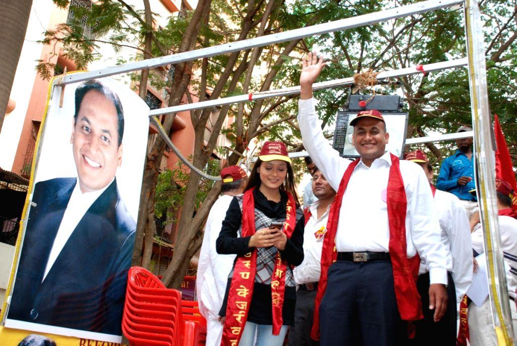 Parul Chauhan campaigns for Arjun Kejriwal.