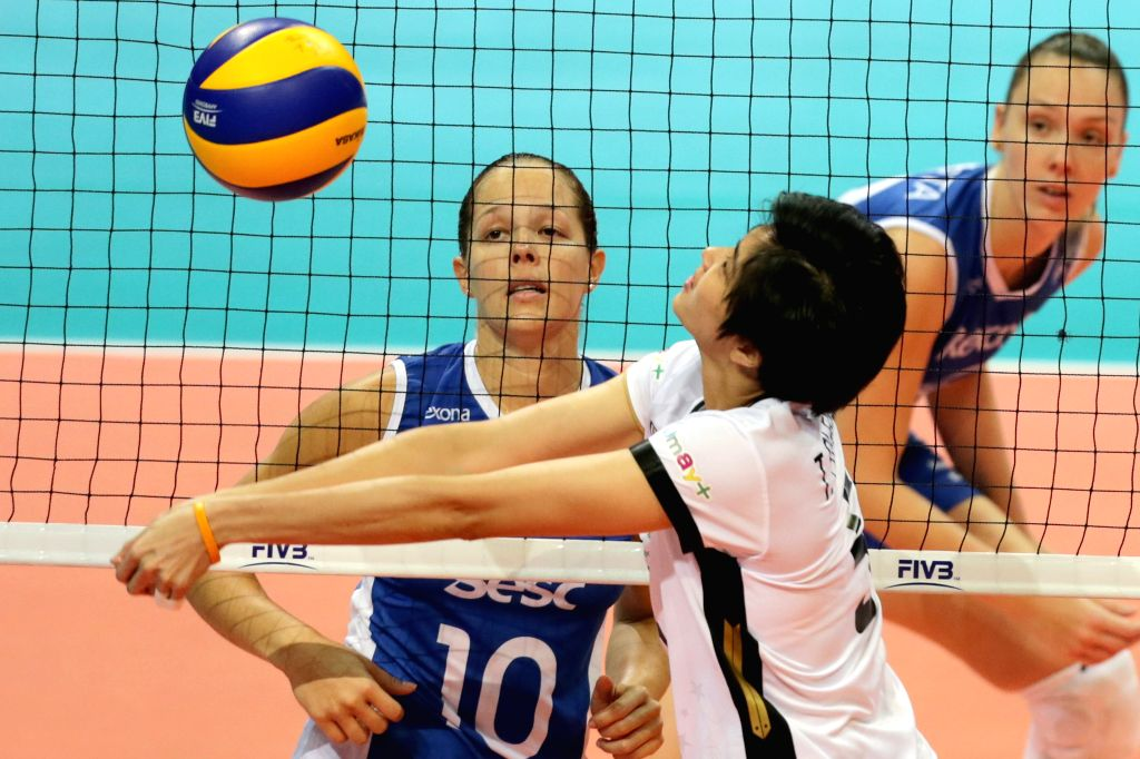 PASAY CITY, Oct. 22, 2016 - Pleumjit Thinkaow (C) of Bangkok Glass competes against Monique Marinho Pavao (L) and Roberta Ratzke of Rexona-Sesc Rio during the FIVB Women's Club World Championship ...