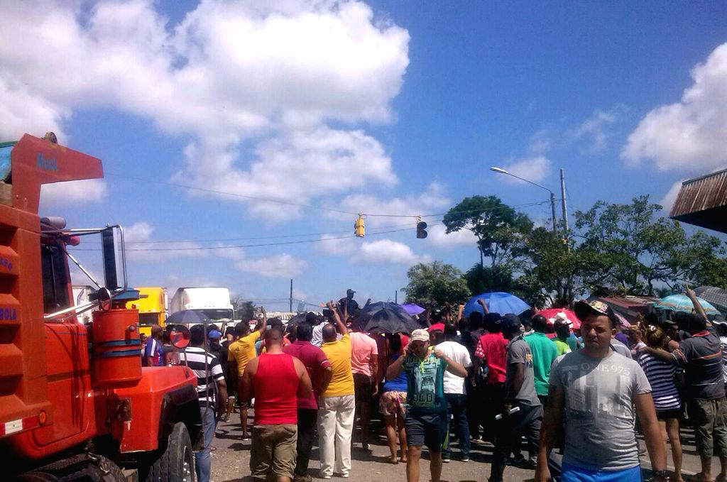 PASO CANOAS, April 14, 2016 - People stand near the border between Panama and Costa Rica, after the crossing of Cuban and African migrants, in Paso Canoas, Costa Rica, on April 13, 2016. At least ... - Gustavo Mata