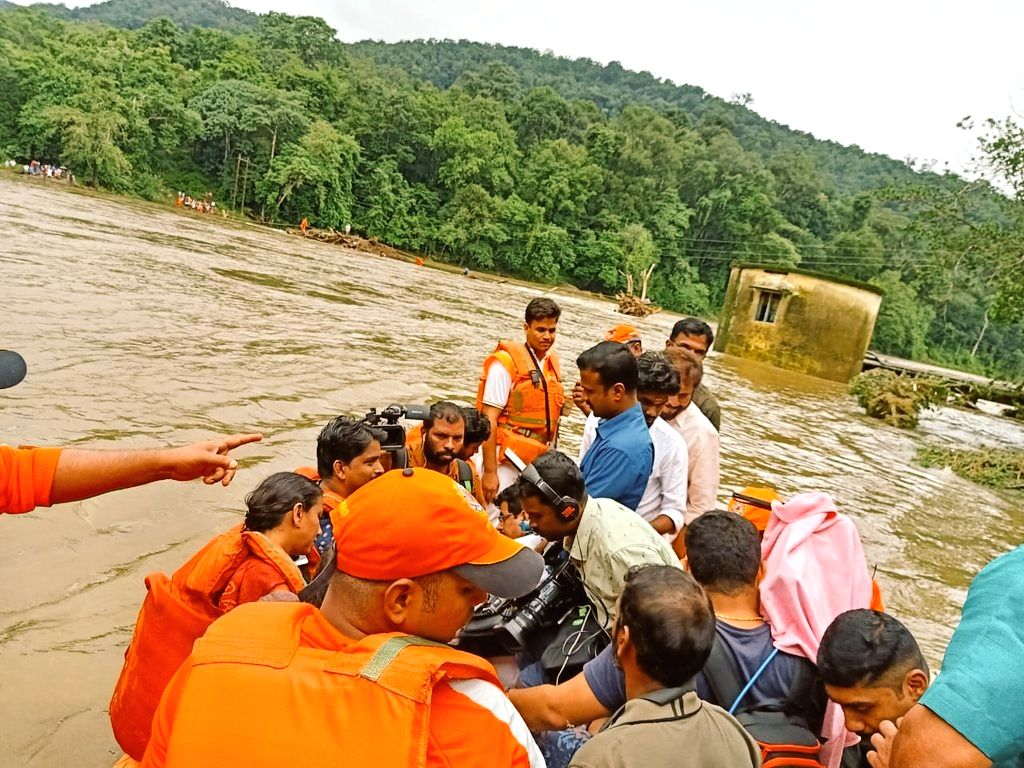Pathanamthitta: NDRF personnel carry out rescue operations in Kerala's flood affected Pathanamthitta on Aug 10, 2019. (Photo: IANS/NDRF)