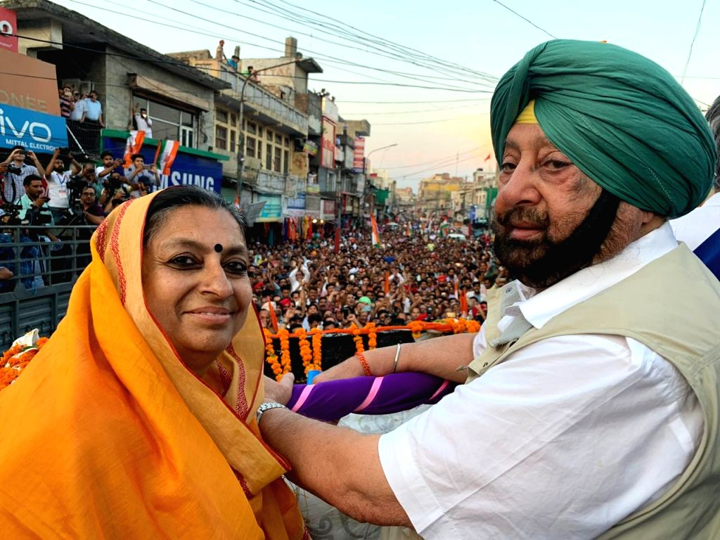 Pathankot: Punjab Chief Minister Amarinder Singh during a roadshow ahead of the final phase of 2019 Lok Sabha elections, in Punjab's Pathankot, on May 14, 2019. (Photo: IANS) - Amarinder Singh