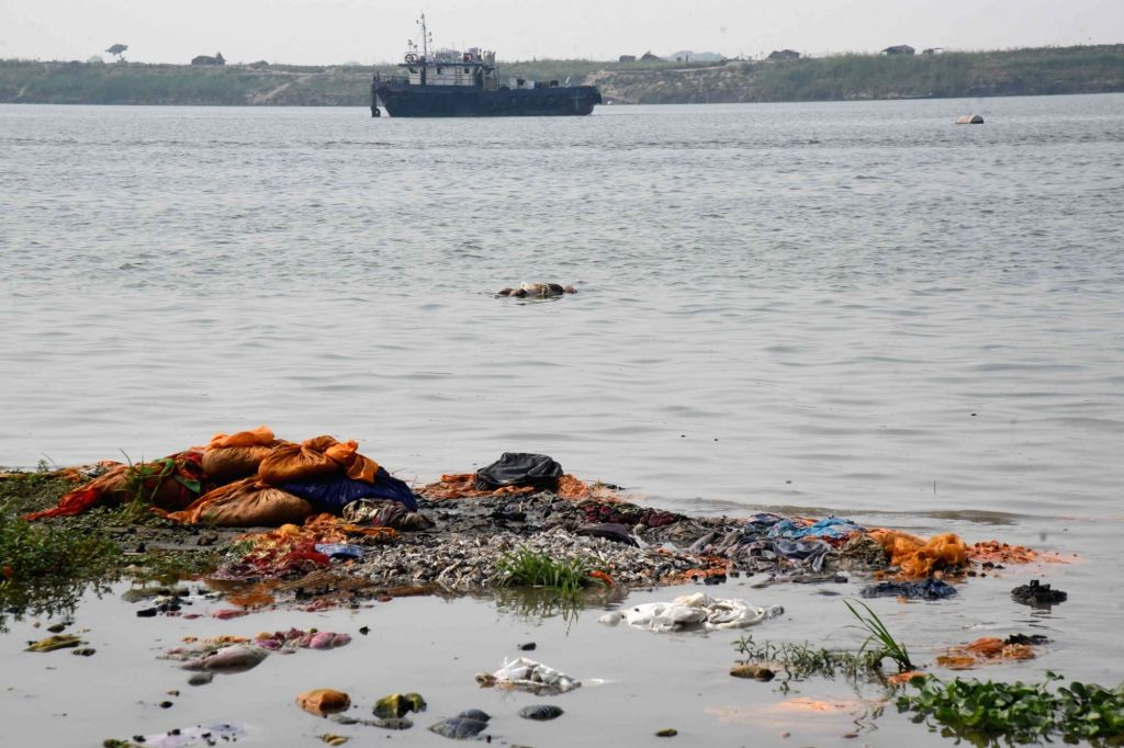 Patna :  A decomposing body washed up at the bank of Ganga River, amid ongoing COVID-19 pandemic, at Gulbi Ghat in Patna on Thursday  13 May 13,2021.