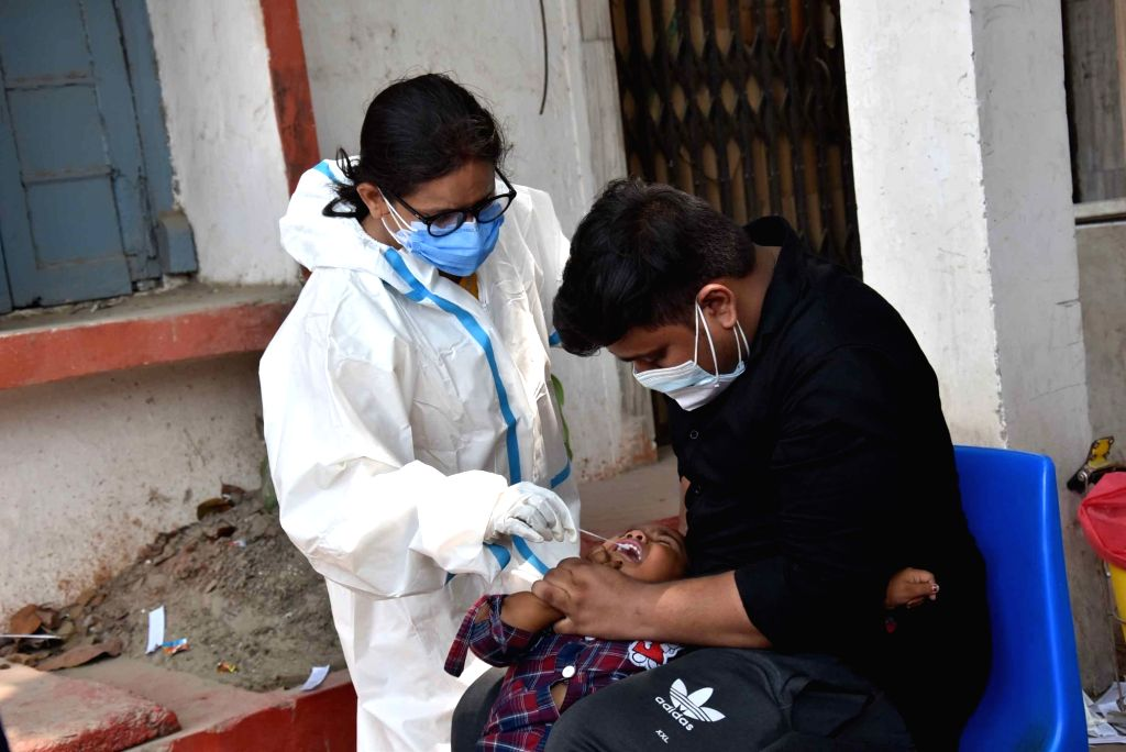 Patna: A health worker takes a nasal sample from a people for COVID-19 testing, in Patna On Saturday, 08 May, 2021.(Photo: AFTAB ALAM SIDDIQUI/IANS)