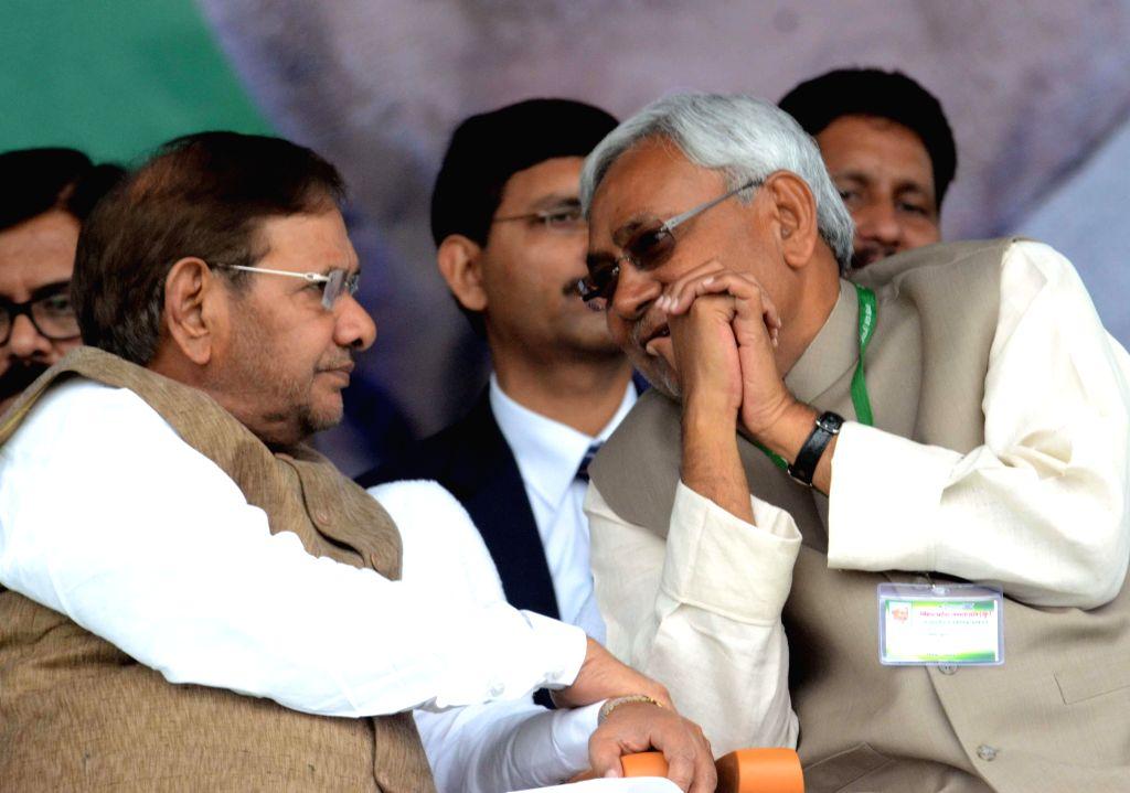 Bihar Chief Minister and JD(U) leader Nitish Kumar and JD(U) chief Sharad Yadav during a JD(U) workers' rally at the Gandhi Maidan in Patna, on March 1, 2015. - Nitish Kumar and Sharad Yadav