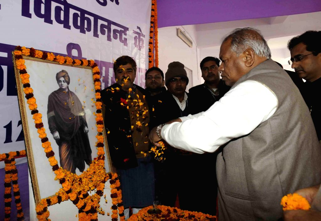 Bihar Chief Minister Jitan Ram Majhi pays tribute to Swami Vivekanand on his birth anniversary in Patna, on Jan 12, 2015. - Jitan Ram Majhi