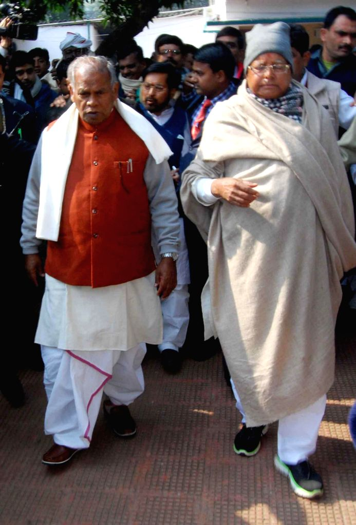 Bihar Chief Minister Jitan Ram Majhi with RJD supremo Lalu Prasad Yadav during a feast organised on Makar Sankranti at the latter's residence in Patna, on Jan 14, 2015. - Jitan Ram Majhi and Lalu Prasad Yadav