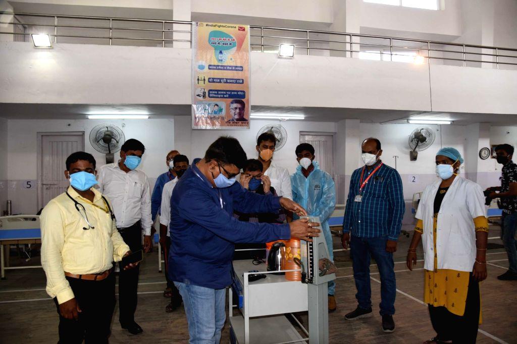 Patna : Bihar chief postmaster general Anil Kumar inaugurates R Block RECREATION CLUB to covid center in Patna on Saturday 22 May 2021. - Kumar