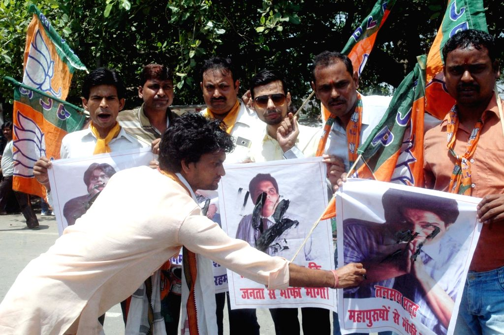 Patna : BJP workers stage a demonstration against All India Bakchod (AIB) co-founder-creator Tanmay Bhat in Patna on May 31, 2016.