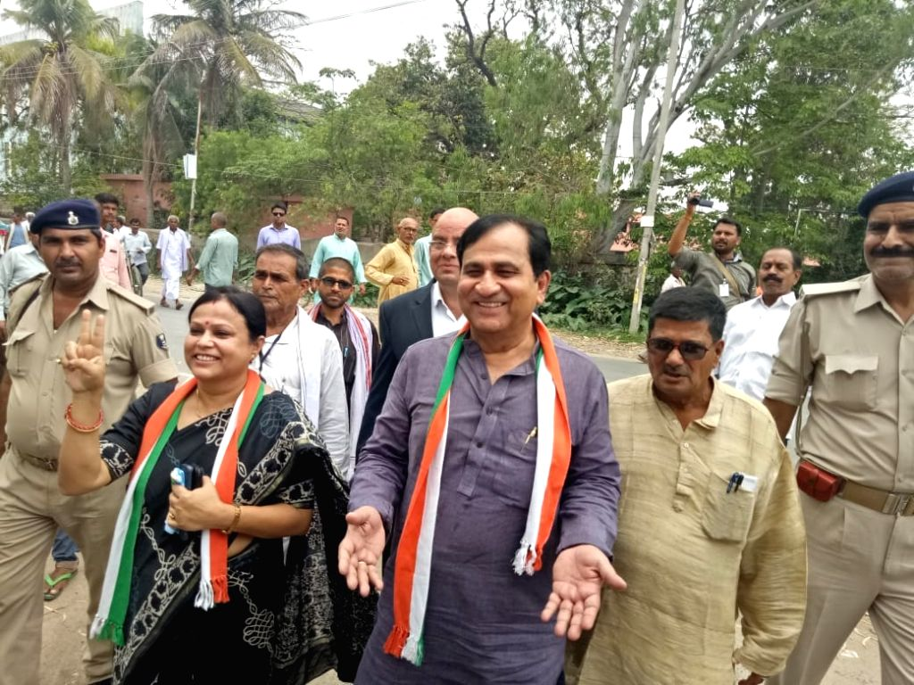Patna: Congress leader and Independent Lok Sabha candidate from Madhubani, Shakeel Ahmad arrives to file his nomination papers for the forthcoming Lok Sabha elections, in Bihar's Madhubani, on April 16, 2019. (Photo: IANS)