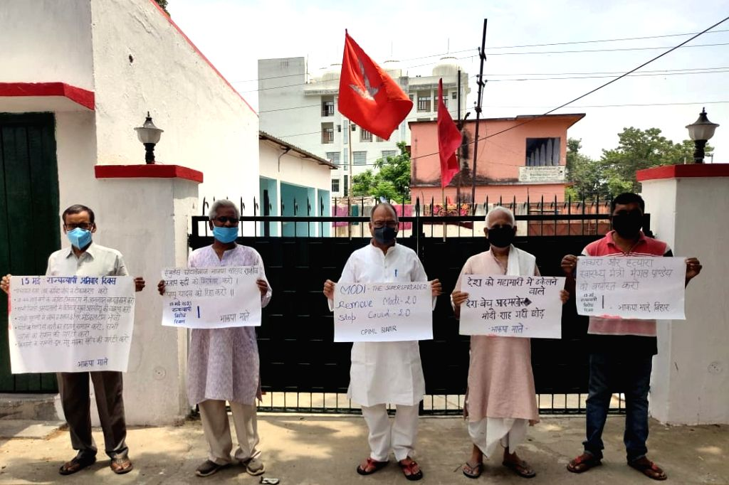 Patna :  CPI (ml) party workers protest against the arrest of jan Adhikar Party supremo  Pappu Yadav in   Patna on 15 May, 2021. - Pappu Yadav