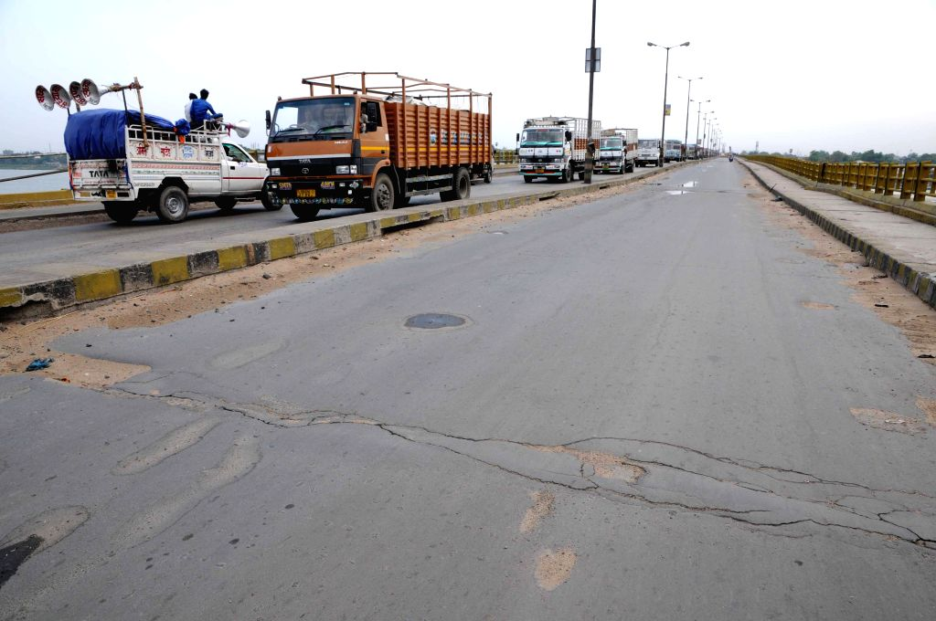 Cracks develop on Patna roads after an earthquake jolted the city on  April 25, 2015.