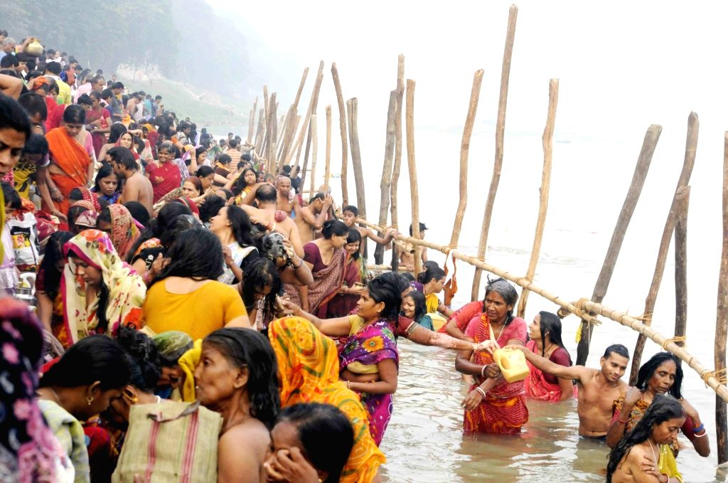 : Patna: Devotees throng Ganga Ghats on the Nahai Khai (1st day of Chhath Puja) in Patna on Nov 15, 2015. (Photo: IANS).
