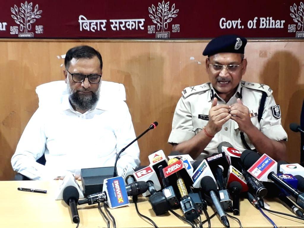 Patna Director General of Police (DGP) Gupteshwar Pandey addresses a press conference in Patna, on June 7, 2019. - Gupteshwar Pandey
