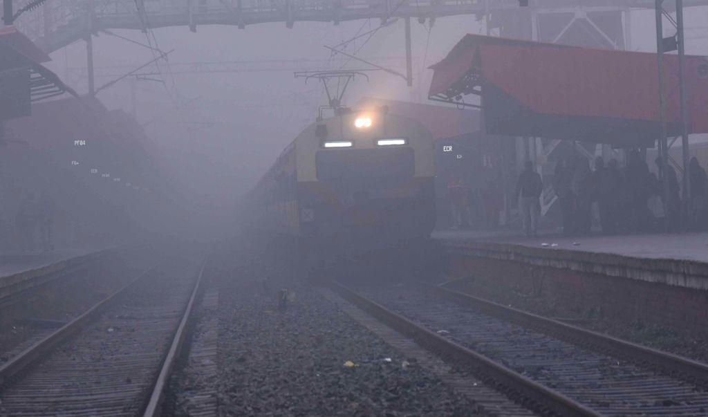 Patna: Fog engulfs Patna on a chilly winter morning in Patna on Jan 14, 2020. (Photo: IANS)