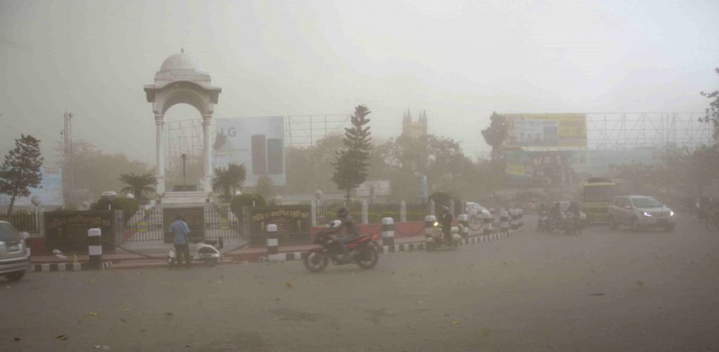 Heavy rains and storm lash Patna on April 28, 2015.