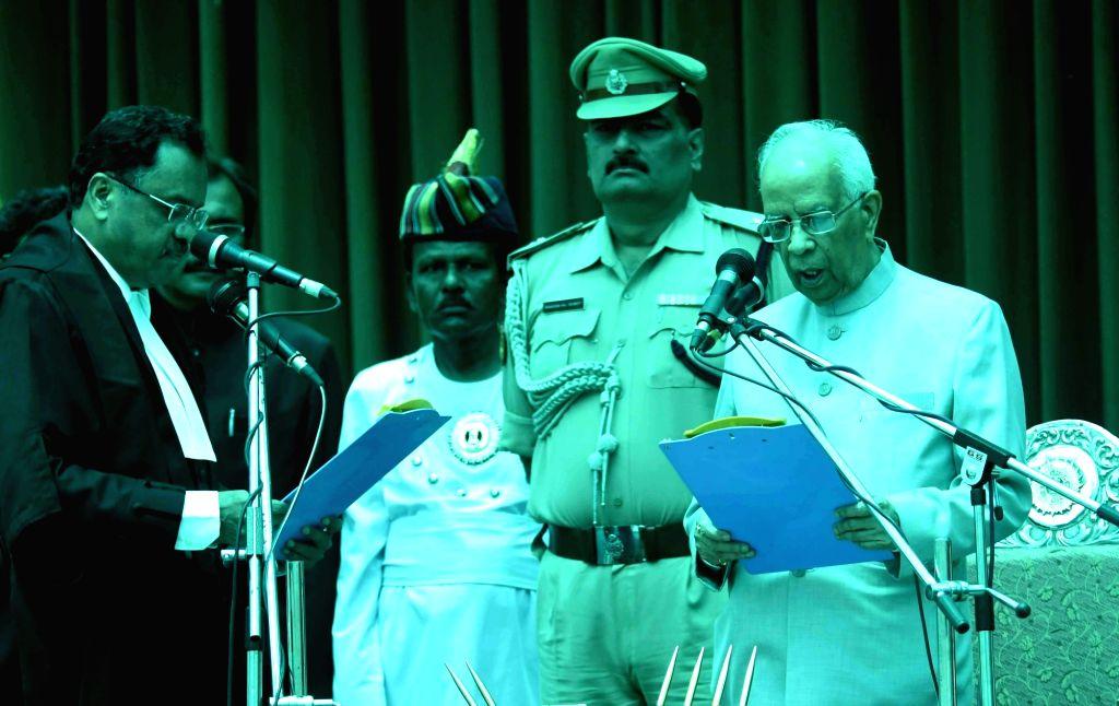 Patna High Court Chief Justice Rajendra Menon administer the oath to West Bengal Governor Keshari Nath Tripathi as Bihar Governor at Raj Bhawan in Patna on June 22, 2017. - Rajendra Menon and Keshari Nath Tripathi