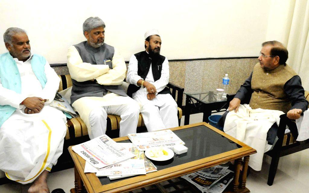 JD (U) chief Sharad Yadav during a meeting with party leaders in Patna, on Nov 21, 2014. - Sharad Yadav